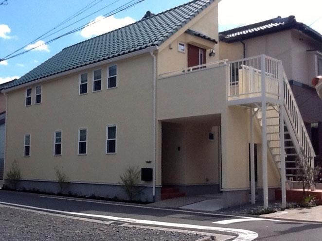 緑色の片流れ屋根が特徴的なお家の外構プラン
