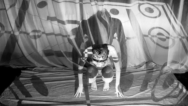 Ginevra Napoleoni - Pieghe - performance 2015 - backstage