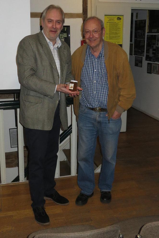 Dr. Peter Krevert berichtete im Heimatmuseum über die Jagd nach Autogrammen.