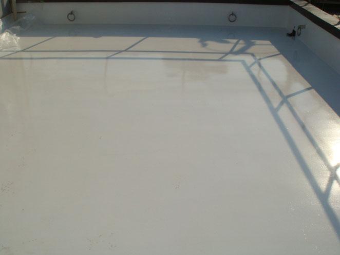 液体ガラス塗料 ガラス塗料 長寿命化塗料 超寿命 塗装 塗装工事 屋根塗装 外壁塗装 防水工事 塗料 改修工事 AQシールド 屋上防水バリア 防水バリア 防水 ナノグラス カラー 太陽光パネル