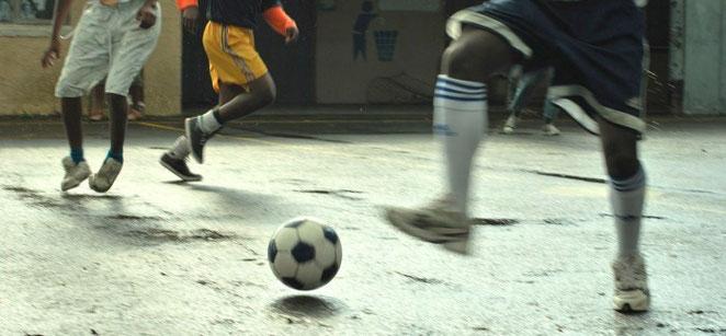 Le 10 regole del calcio di strada