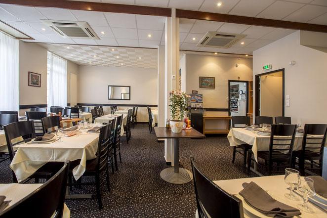 salle de restaurant de l'hôtel Montfort à Lourdes
