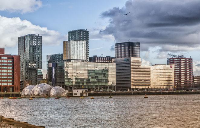 Haven Rotterdam bij ondergaande zon. Compositie