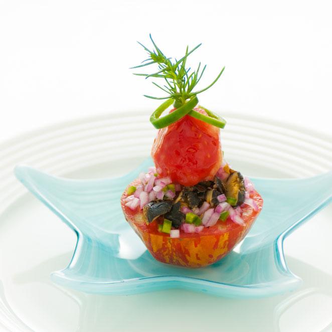 ストライプト・スタッファ・トマトと蒸し焼きサザエのセヴィーチェ