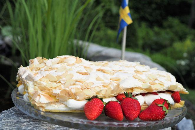 Schwedische Erdbeertorte - Jordgubbstarta - Midsommar