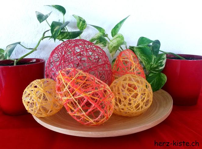 Ostereier selbstgemacht aus Garn und selbstgemachtem Mehlkleister
