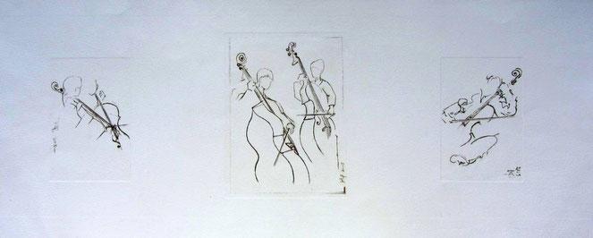 * 958- Gravure en noir de quelques musiciens en répétition. 85 x 33