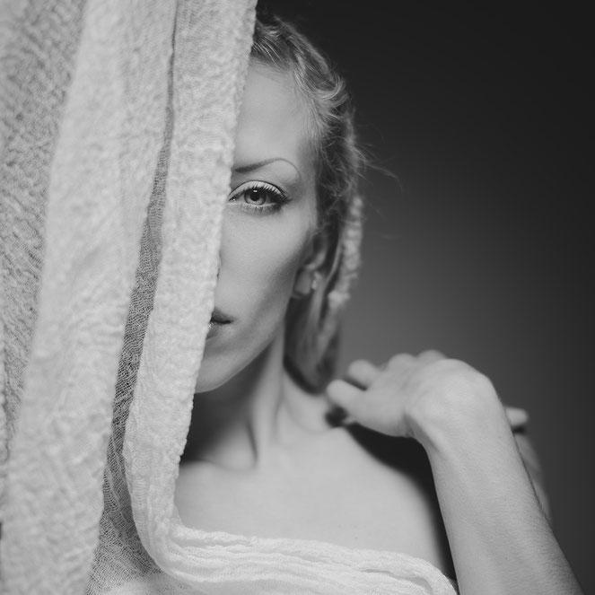 portraitfotografie schwarz-weiß outdoor shooting wuppertal