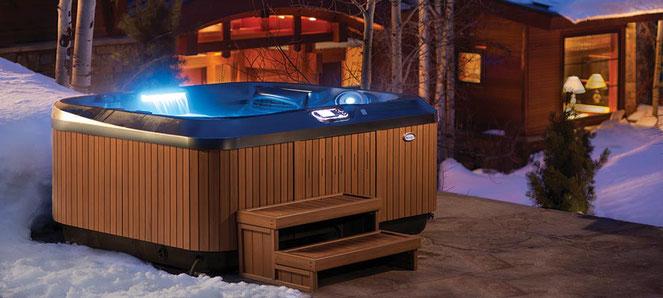 S&K GmbH Jacuzzi Whirlpool - Ein Außenwhirlpool im Garten bei Schnee