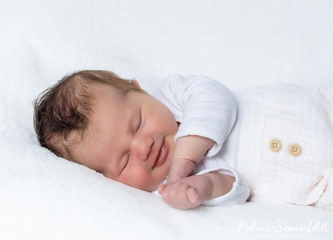 Babyfoto von neugeborenem Baby aus Familienshooting in Hamburg Bergedorf