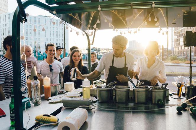 Saint Pablo's Piaggio Ape Foodtruck Hamburg Imbisswagen Wedding Party Event Catering