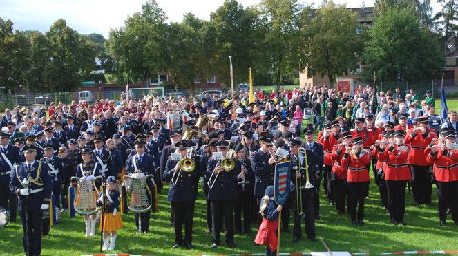 LMF 2015: Gemeinsames Spiel aller Vereine auf dem Sportplatz