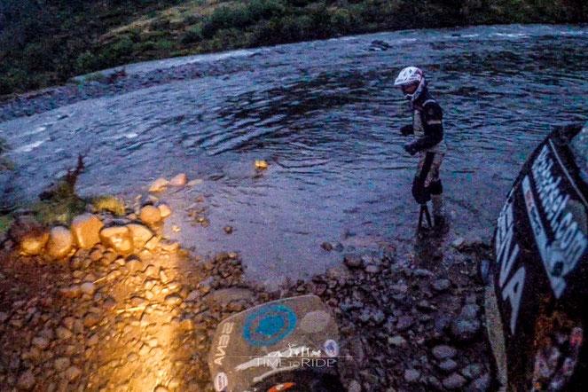 Chile - Südamerika - Motorrad - Honda Transalp - Welt-Reise - Rio Bio Bio - Harter Offroad Track - Nächtliche Flussdurchquerung