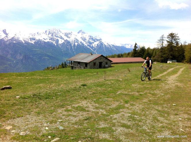 Col Les Bornes!!!...un'angolo di Paradiso a cavallo fra Valle Centrale e  la Valtournenche