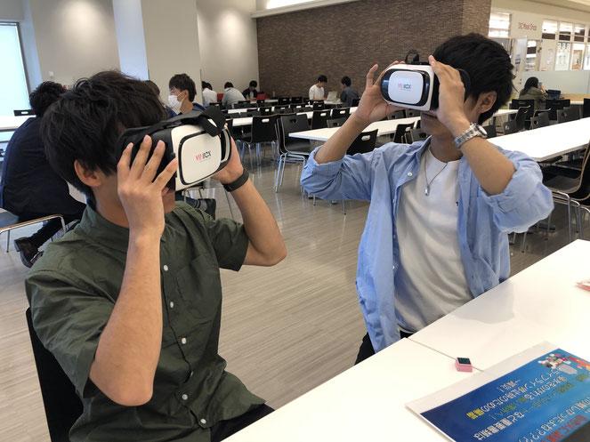 VRを使った水害体験の様子(OIC)