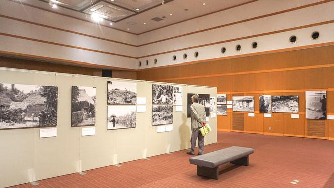 戦火に見舞われる前の沖縄の暮らしが描かれている