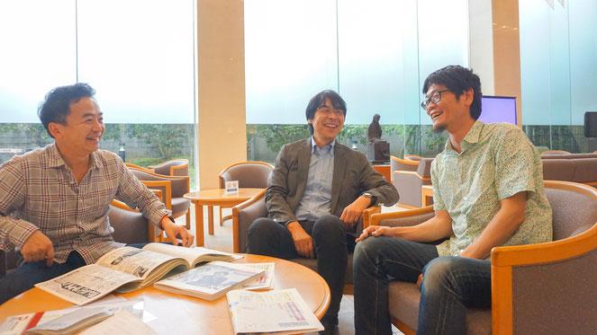 左から朝日新聞社の吉田拓史氏、同社の清水隆氏、沖縄タイムスの堀川幸太郎氏