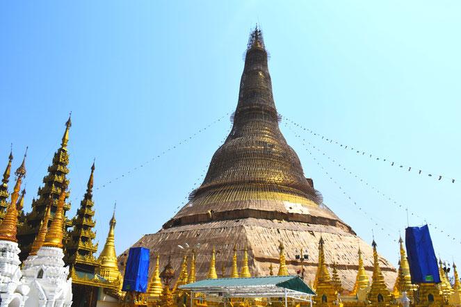 ヤンゴンにあるシュエダゴンパゴダ ミャンマー人の信仰を集める