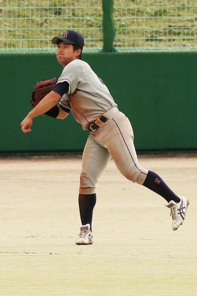 乃木坂46のファンである渡邉選手。チームメイトの榮枝選手(文3)や宮崎選手(経営3)と休日は握手会にも出かける。右手に着けるリストバンドには「46」の刺繍がほどこされている。推しメンバーは西野七瀬だったが、卒業したので現在は大園桃子を応援している