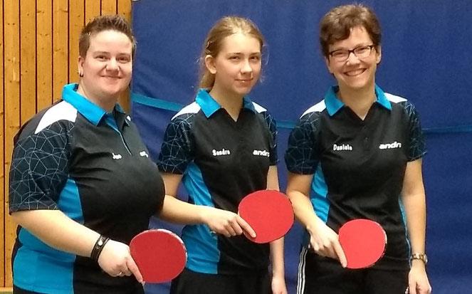Nach dem Aufstieg treten (v.l.) Sarah-Jane Aubry, Sandra Osuch und Daniela Kos nun in der Bezirksliga an. Zur Stammformation gehört auch noch Selina Osuch.