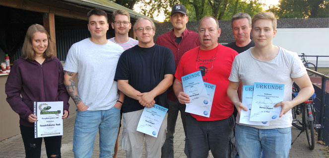Bei der VEreinsfeier wurden die erfolgreichen Mitglieder und Sieger des 4er-Tisch-Turiers geehrt.