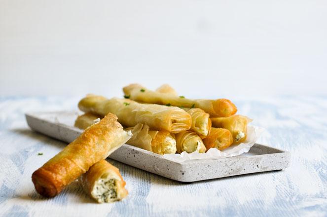 Zigarrenbörek mit Spinat und Feta.