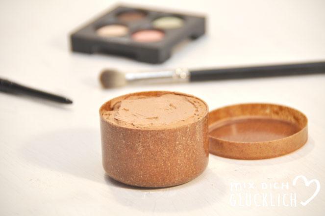 Primer für Augen Make Up selbst gemacht damit Lidschatten oder Lidstrich besser halten und nicht so schnell verwischen super Resteverwertung von Foundation Fehlkäufen