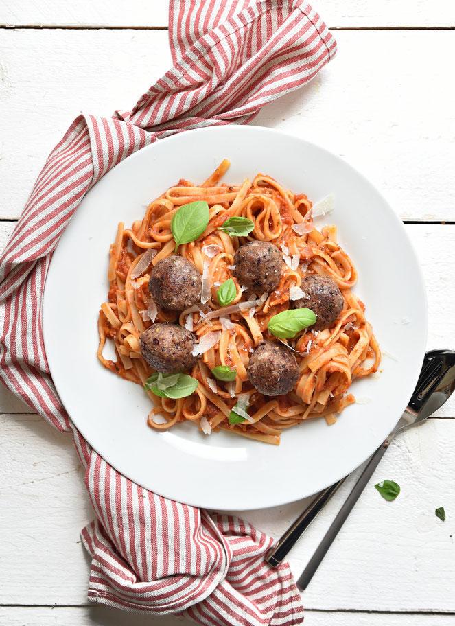 Vegetarisch vegan Hackbällchen mit Tomatensoße zu Spaghetti Thermomix