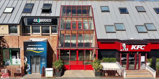 L'entrée du Glorious Escape Vélizy se situe entre le magasin Truffaut et le KFC.