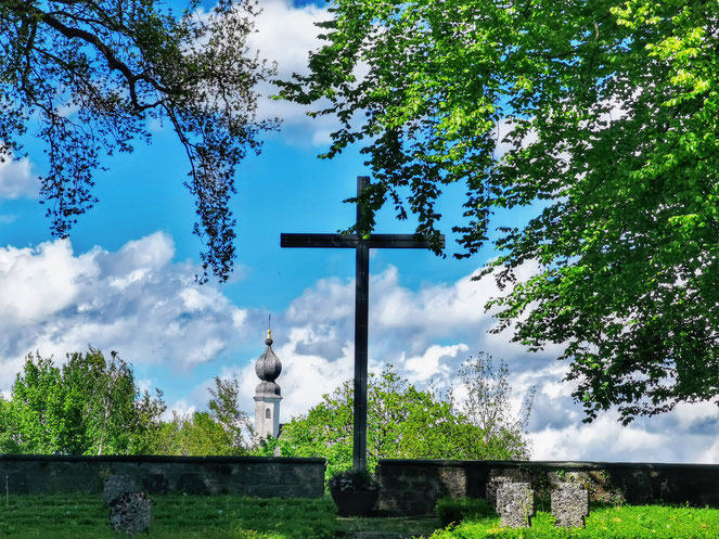 Kriegsgräberstätte Hohes Kreuz und Ettendorfer Kircherl