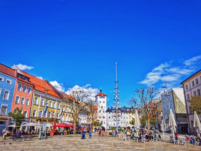 Der Traunsteiner Stadtplatz mit dem Jacklturm