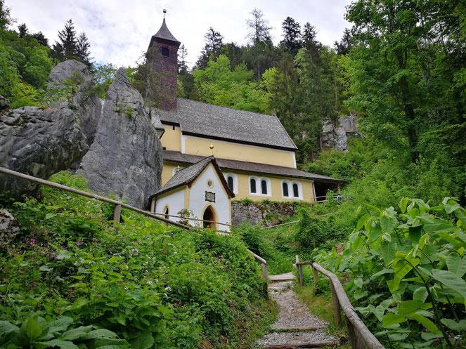 Klobenstein mit der Maria-Hilf-Kirche