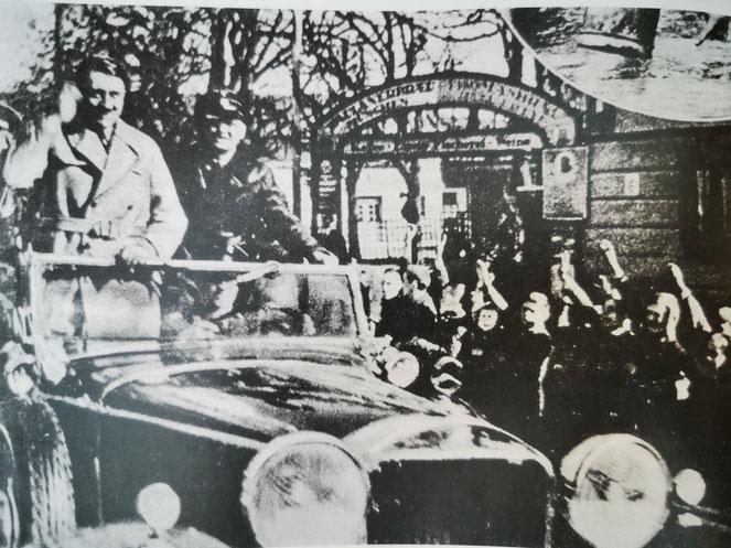 """Hitler auf der Fahrt durch Traunstein (Gerd Evers - """"Ich habe doch nur meine Pflicht getan"""")"""