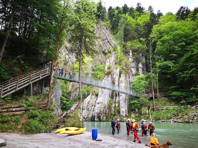 Die Hängebrücke zwischen Schmugglerweg und Klobenstein