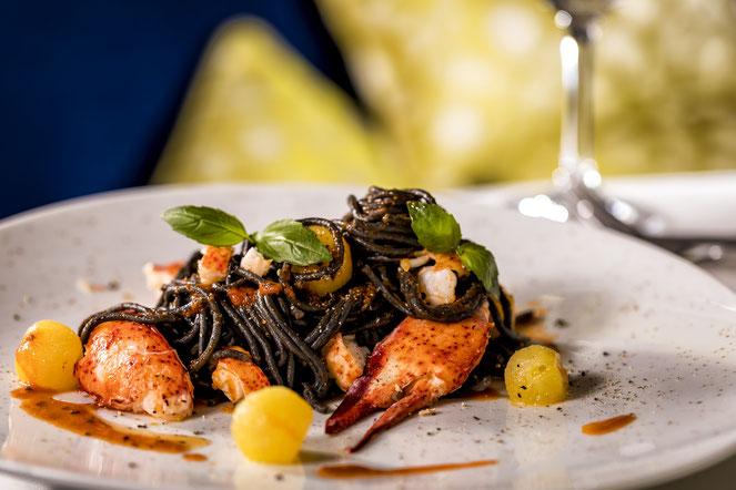 Restaurants genießen bei Theodor Falser // © TUI Cruises