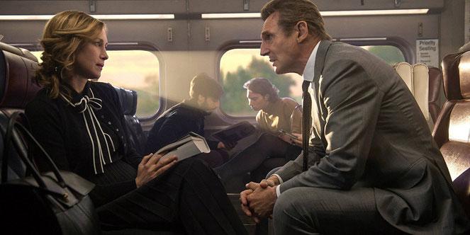 Liam Neeson est abordé par une inconnue (Vera Farmiga) dans son train de banlieue: c'est le début des ennuis (©StudioCanal).