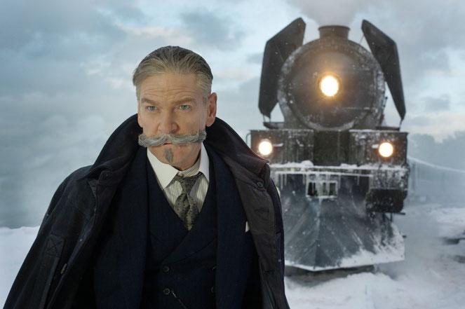 Kenneth Branagh est le réalisateur et le principal acteur du film, dans le personnage du détective Hercule Poirot (©20th Century Fox).