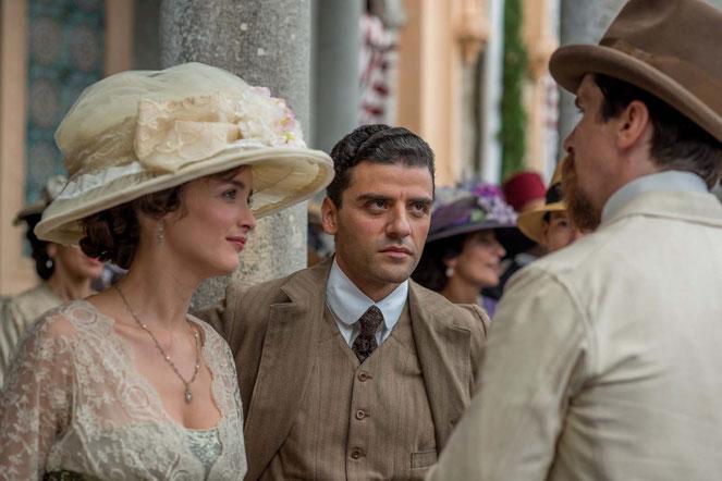 Un Oscar (Isaac) pour Charlotte (Le Bon)? Christian (Bale) est jaloux (©Open Road Films/Films Sans Frontières).