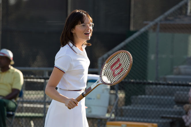 Emma Stone a pris 7 kilos de muscles pour incarner Billie Jean King raquette à la main (©20th Century Fox/Fos Searchlight).