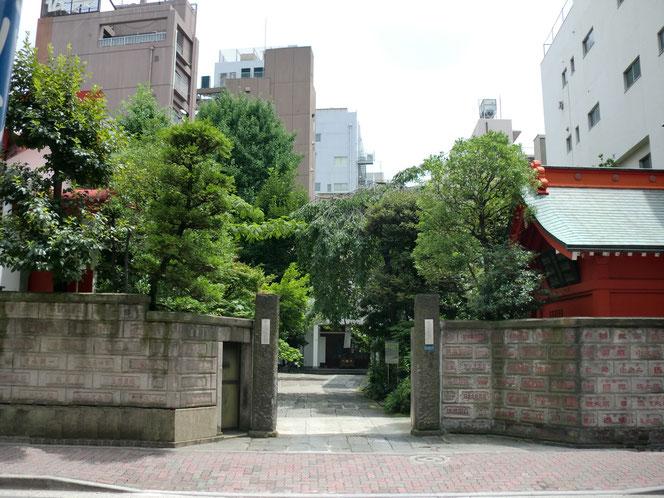 東京都台東区寿町の本法寺門前