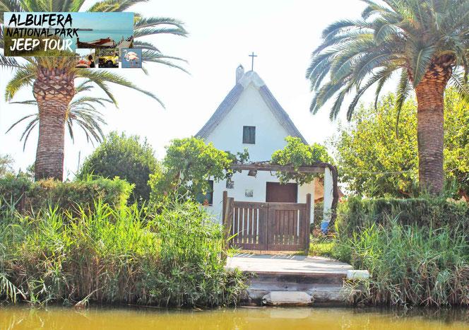Die Valencianische Barraca, das Wahrzeichen Valencianischer Landwirtschaft. Es gibt nur noch 12 originale Barracas in Valencia. Ausflug Albufera Park Valencia, Bootsfahrt Albufera See