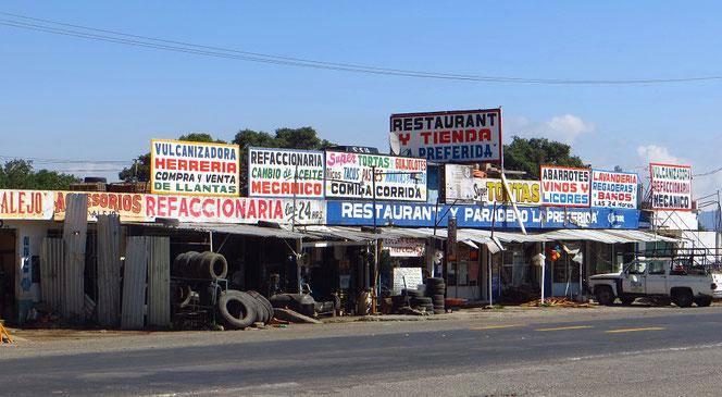 Wir haben den Eindruck, dass hier in Mexico jeder Zweite irgend etwas mit Autos zu tun hat. Bei den vielen alten Mühlen die herumfahren, kein Wunder.