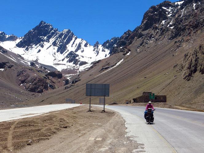 Der Tunnel liegt hinter uns, wir fahren in Chile!