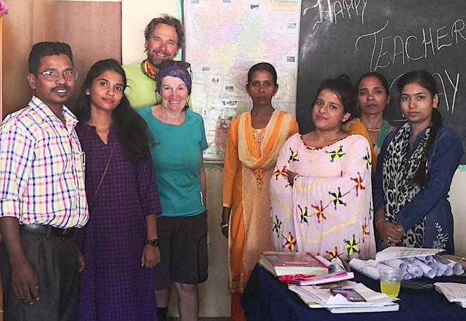 Lehrerinnen und Lehrer der kleinen Schule. Interessant, einen Blick in deren Alltag werfen zu dürfen.