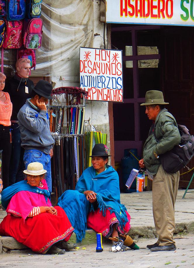 Die Indigenas tragen ihre Trachten mit Stolz.