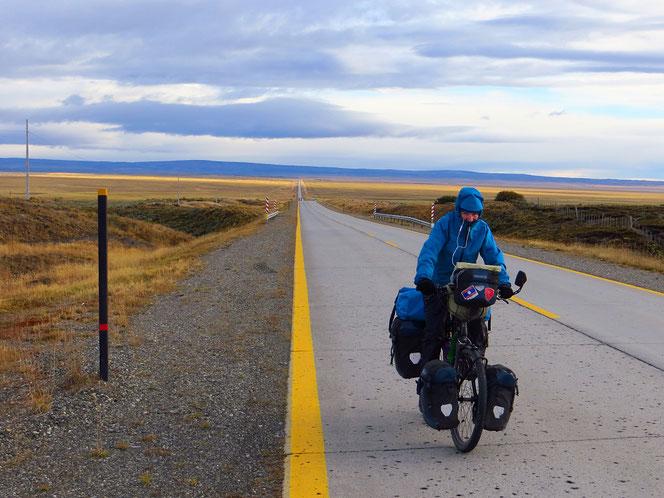 Eintöniges Pedalen Richtung Punta Arenas.