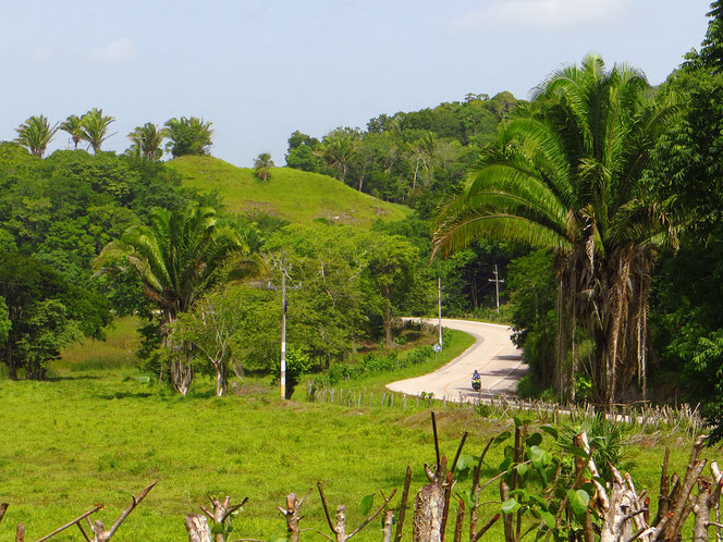 Berge hat es noch keine, aber wenigstens Hügel. Schönes Guatemala!