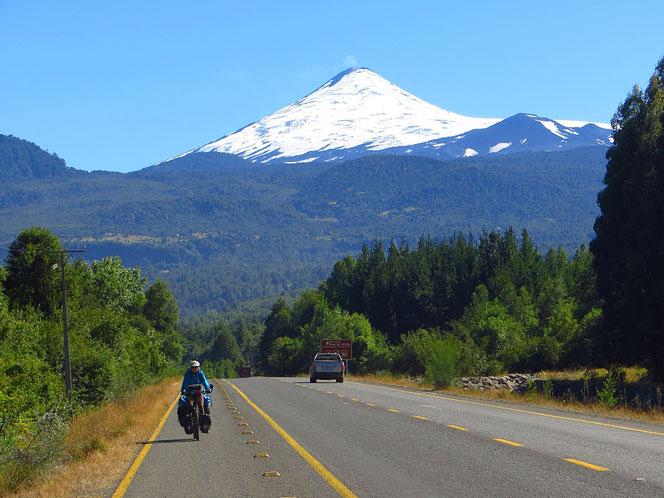 In Chile gibt es viele Vulkane, diverse sind aktiv, wie dieser.