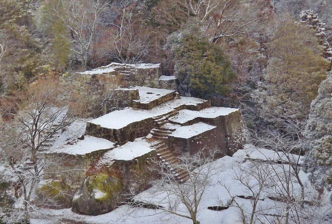 ぎふ歴史街道天空の城苗木城跡雪降る大矢倉跡 雪景色苗木城冬景色