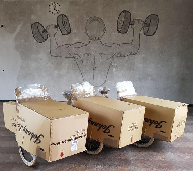 3x Johnny Loco Cargo sicher verpackt kurz vor dem Versand.